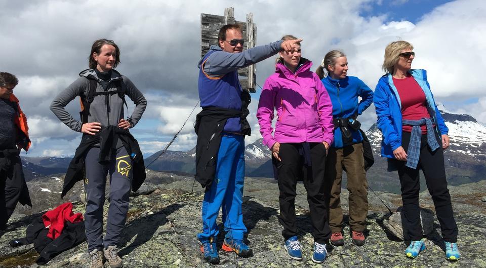 folk på fjelltur