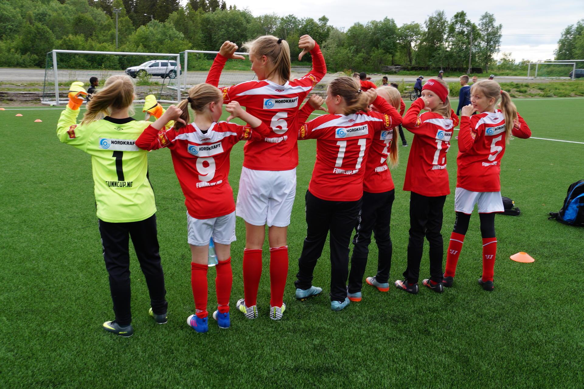 Unge forballspillere fra FK Mjølner